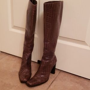 Pre-owned knee high boots
